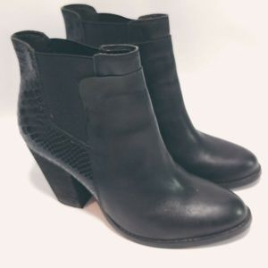 ALDO Brown 10 Ankle Boots Bootie Leather Embossed